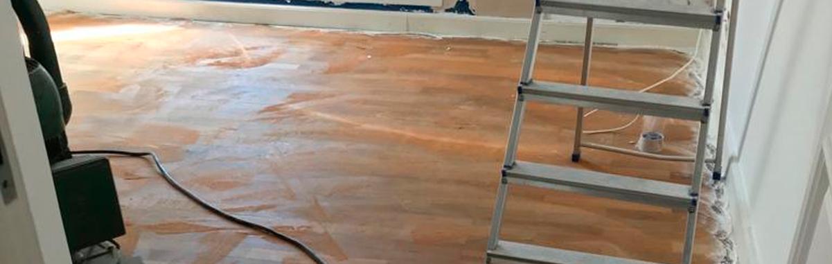 Raspagem de tacos de madeira sem pó
