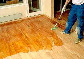 Aplicação de bona em pisos de madeira